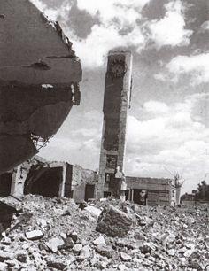 Gli effetti dei bombardamenti che colpirono la stazione di Siena da gennaio ad aprile 1944 - Istituto storico della Resistenza senese dall'Archivio Smithsonian Institution, Washington (USA) - #Siena #Toscana #IIGuerraMondiale #StazioneNuova