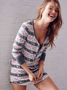 Shop sleepwear for women and choose from styles in silk, flannel, cotton and more! Get the perfect pajamas to fit any mood, from soft and cozy to sexy silk now at Victoria's Secret. Pink Fashion, Fashion Outfits, Trendy Hoodies, Victoria Secret Lingerie, Pretty Lingerie, Sleep Shirt, Sleepwear Women, Night Gown, Sport Outfits