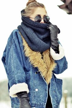 Different style ideas on how to wear scarves with your outfits. Looks Street Style, Looks Style, Style Me, Denim Fashion, Look Fashion, Vogue Fashion, Street Fashion, Fashion Models, Winter Wear