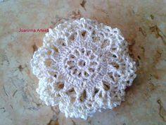 Lindos porta copos delicados em crochê.Linha 100% algodão,com detalhe dourado.Perfeito para um jantar com classe!!