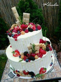 Drip torta s bielou čokoládou a ovocím torta, Autorka: Torty Klaudia Birthday Cake, Drinks, Food, Drinking, Beverages, Birthday Cakes, Essen, Drink, Meals