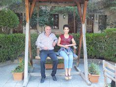 Dilek Kaya Hoteli ve Duygu Kaya Hoteli'nin sahibiyle salıncak keyfi