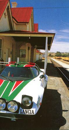 Collection australienne de Peter Briggs, Perth - Lancia Stratos (voiture routière de 1974 repeinte aux couleurs Alitalia) - Automobiles Classiques, décembre 86-janvier 87