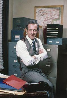 Daniel J. Travanti in Hill Street Blues (1981)