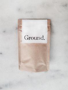 De originele Ground. Coffee Scrub met een toets van chocolade en zeste van appelsien.Gebaseerd op vers gemalen koffie, suiker, cacaopoeder, zeste van appelsien en heel veel liefde. Dankzij he...