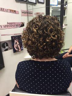 Grey Curly Hair, Curly Hair Tips, Curly Hair Care, Short Curly Hair, Short Perm, Curly Hair Styles, Curly Bob, Permed Hairstyles, Curly Haircuts