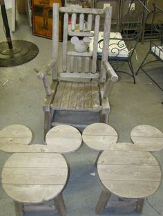 1710B: MICKEY MOUSE OUTDOOR FURNITURE : Lot 1710B