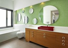 Badezimmer mit Mosaikfliesen in Grün gestalten
