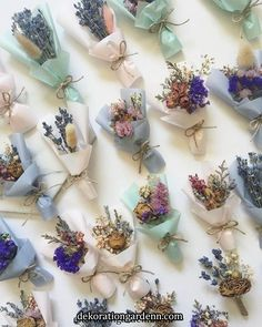 Favores con flores secas Once we approached the Flores & Prats firm, we needed to Wedding Favors, Wedding Gifts, Wedding Invitations, Wedding Decorations, Dried Flower Bouquet, Dried Flowers, How To Dry Flowers, Deco Champetre, Fleurs Diy