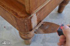 A bútorfelújítás első lépése a csúf hibák javítása. A fatapasz használatával a karcolások, a repedések, a furnérhiányok mind-mind könnyedén eltüntethetőek. Wood Crafts, Painted Furniture, Decoupage, Restoration, Shabby Chic, Handmade, Painting, Inspiration, Vintage