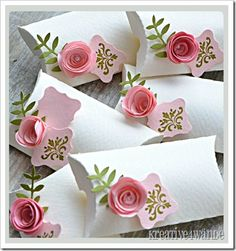 Pillow box with 3D roses. Very cute, love the simple white concpet!