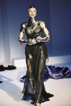 Thierry Mugler Iconic Looks From The Past! Pvc Fashion, Fetish Fashion, Fashion Week, Fashion Art, Editorial Fashion, Runway Fashion, Street Fashion, High Fashion, Ideias Fashion