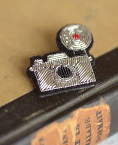 """Macon et Lesquoy / hand embroidered brooch """"camera"""" by Macon & Lesquoy Bead Embroidery Jewelry, Beaded Embroidery, Hand Embroidery, Bead Jewellery, Beaded Jewelry, Jewlery, Brooches Handmade, Handmade Jewelry, Boutique Deco"""