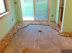 They Used Wooden Discs To Give Their Old Floor An Incredible Makeover. Wow!