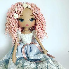 :: Crafty :: Cloth Doll :: 3 :: { CURLS } I do believe there will be some beauties similar to this gorgeous one on the website next month  Who's getting in line? #keepsakeartist