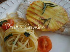 Prato Caseiro: Bife de peru grelhado com alecrim e ananás grelhado