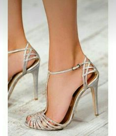 Guide for choosing bridesmaid shoes bridesmaid shoes pretty silver shoes - though it looks like it could be painful wearing after IPNOULW Pumps, Stilettos, Stiletto Heels, High Heels, Pretty Shoes, Beautiful Shoes, Bridal Shoes, Wedding Shoes, Bling Wedding