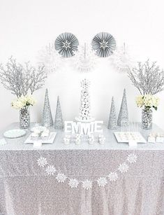 winter wonderland dessert table - Winter Wonderland Party Ideas perfect for a birthday party, baby or a bridal shower celebrations Winter Wonderland Decorations, Winter Wonderland Birthday, Wonderland Party, Winter Party Decorations, Table Decorations, Baby Shower Winter Wonderland, Food Centerpieces, Wedding Decorations, Cadeau Baby Shower