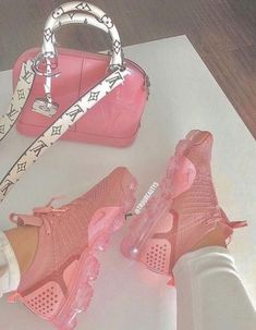 27 Cute Shoes That Always Look Great - Women Shoes Trends 27 Cute Sh. - 27 Cute Shoes That Always Look Great – Women Shoes Trends 27 Cute Shoes That Always L - Jordan Shoes Girls, Girls Shoes, Shoes Women, Ladies Shoes, Souliers Nike, Online Shop Kleidung, Cute Sneakers, Sneakers Nike, Women's Sneakers