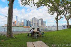 Toma el ferry a Governors Island, una isla llena de naturaleza y arte entre Manhattan y Brooklyn.