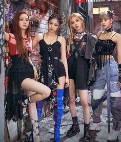 Find images and videos about kpop, girls and rose on We Heart It - the app to get lost in what you love. Blackpink Fashion, Kpop Fashion Outfits, Stage Outfits, Moda Kpop, Kpop Mode, Chica Cool, Black Pink Kpop, Black Pink Rose, Blackpink Photos