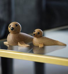 Scandinavian design never looked so adorable. Discover how a wooden seal figurine from Spring Copenhagen makes for a swe Lathe Projects, Wood Turning Projects, Wood Projects, Woodworking Projects, Woodworking Beginner, Woodworking Lathe, Design Shop, Baby Seal, Woodturning Tools
