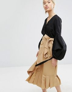 I love this black blouse with large sleeves paired with high rise skirt