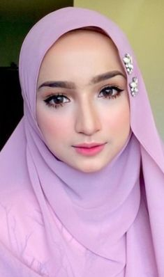 Beautiful Selfi kutts Beautiful Hijab Girl, Beautiful Muslim Women, Modern Hijab Fashion, Batik Fashion, Muslim Beauty, Hijab Niqab, Doll Dress Patterns, Hijab Tutorial, Girl Hijab
