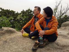 WIKITREE   투표하고 아내와 등산 떠난 문재인 (사진 5장)