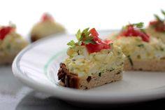 GLUTEN-FREE EGG SALAD BREAKFAST SANDWICH via Smith Bites