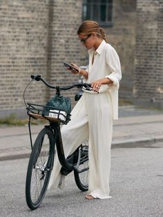 These Emerging Trends Will Dictate What's in Style for the Next 6 Months - - Who What Wear editor Erin Fitzpatrick breaks down the biggest trends from Copenhagen Fashion Week street style. 2020 Fashion Trends, Fashion 2020, Look Fashion, Winter Fashion Street Style, Fashion Tips, Fall Fashion, Fashion Street Styles, Cool Fashion Style, White Fashion