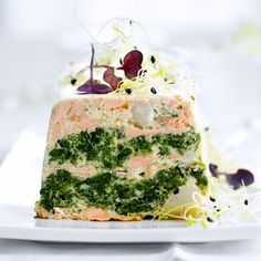 Recipe Saint-Jacques and salmon terrine. Ingredients people): 400 g of skinless salmon steaks, 500 g of spinach in branches, a dozen scallops without coral … – Discover all our meal ideas and recipes on Current Cuisine Salmon Terrine, Gluten Free Puff Pastry, Seafood Appetizers, Xmas Food, Food Trends, Appetisers, Fish Dishes, Eat Smarter, Convenience Food