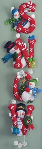 Old Wall Hanging Kit von Bucilla. Snowman Crafts, Christmas Projects, Felt Crafts, Holiday Crafts, Felt Christmas Ornaments, Christmas Snowman, Christmas Wreaths, Christmas Makes, Christmas Holidays