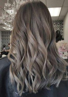 Saç Modası Editör Notu: Bunu bir kenara kaydedin bence, Hey saçlarını küllü saç rengi yapmak isteyen hanımlar; küllü saç rengi içerisinde grimsi tonlar bulunduran mat görünüme sahip v