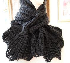 Zweige ist ein ziemlich einfach und macht Spaß Muster zu stricken. Stricken Sie in einem Stück gibt es keine Abschnitte zum annähen oder Naht auf. Die Rippenstruktur im Schal erlaubt keine richtigen oder falschen Seite und der Schal kann in einer kurzen oder langen Schal je nach Ihren Bedürfnissen stricken.  Alle Garne kann verwendet werden, um diesen Schal stricken. Wählt man ein Kammgarn auf sperrige Gewicht Garn werden einen super klobig und warmen Schal. In einer Socke oder Spitze…