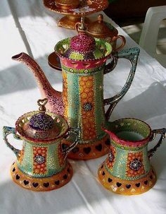 This would make my morning tea oh so much better! Bohemian Rhapsody Tea/Coffee S - Coffee Set - Ideas of Coffee Set - This would make my morning tea oh so much better! Bistro Design, Teapots And Cups, Chocolate Pots, Pottery Art, Tea Time, Tea Party, Tea Cups, Creations, Kettles