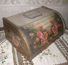 Funky Painted Furniture, Decoupage Furniture, Decoupage Box, Decoration Shabby, Kitchen Board, Bread Boxes, Beautiful Paintings, Decorative Boxes, Arts And Crafts