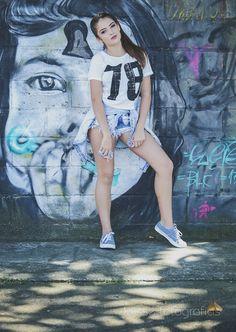 Joisse Lara Fotografias: Book 15 anos Laura Valgas Book 15 Anos, Quinceanera Themes, Model Look, Foto Pose, Tumblr Girls, Photo Book, Instagram Feed, Street Art, Amanda