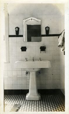 Dekoration Bathroom Chic Country Decorating French SHABBY Simply StyleDecorating a Simply Shabby Chic Bathroom French Country Style 1930s Bathroom, Small Bathroom Sinks, Art Deco Bathroom, Vintage Bathrooms, Country Bathrooms, Mirror Bathroom, Bathroom Pink, Bathroom Fixtures, Bathroom Ideas