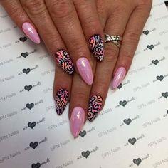 SPN UV LaQ 613 First kiss, 503 Black Tulip + efekt syrenki oraz zdobienie Sugar effect. Nails by Alesia, Lejdis Nail Spa, SPN Team Zielona Góra #spnnails #UVLaQ #GelLaQ #uvgel #instanails #instamani #paznokcie #manicure #nailstagram #nailfashion #nailporn #naildesign #nailart #nails #sugareffect #mermaideffect