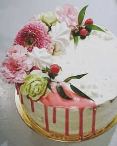 Drip cake with flowers and meringues