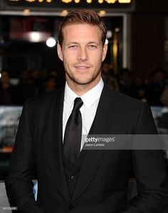 actor-luke-bracey-attends-the-premiere-of-point-break-at-tcl-chinese-picture-id501721406 (805×1024)