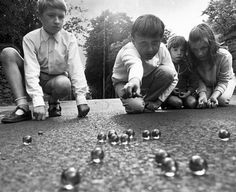 Childhood Games, Play, Hide And Seek, Tag Games,. Informations About Enrich Your Life Childhood Games, My Childhood Memories, Vintage Photographs, Vintage Photos, Retro, The Good Old Days, Back In The Day, Belle Photo, Vintage Toys