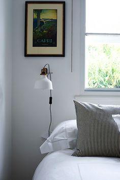 lampe scandinave et décoration de chambre avec meuble par Ikea