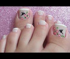 Unhas Decoradas com Flores e Beija Flor Daisy Nail Art, Daisy Nails, Summer Toe Nails, Spring Nails, Feet Nails, Toe Nail Designs, Pretty Toes, Toe Nail Art, Pedicure