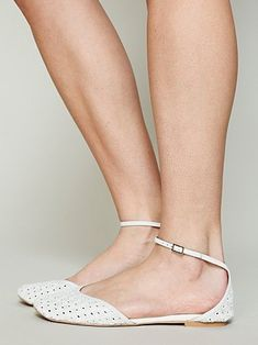Lilianna Flat by Jeffrey Campbell