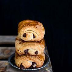 Buon inizio settimana, la ricetta di questi buonissimi #painauchocolat e' finalmente pronta 😉 #recette #surmatable #bonjour #bonappetit #buongiorno #colazione #lunedi #ventimiglia #baking