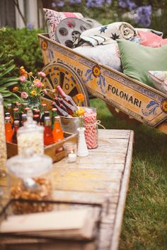 Backyard party event planning by Bash, Please Backyard Movie Night Party, Movie Party, Fun Party Themes, Party Ideas, Wedding Movies, Living Room On A Budget, Party Entertainment, Belle Photo, Decoration