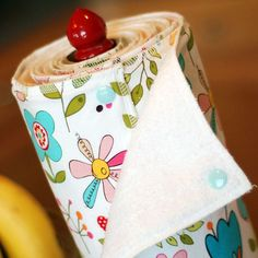 This is brilliant. Reusable snapping paper towel set.. Should make something similar to combine the ease of paper towels with the budget friendliness of reuseable towels :) And it wouldn't be nearly as much clutter as the cupboard full of towels I have.