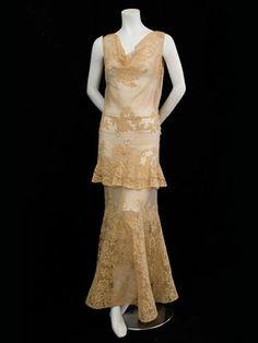 Lace/silk chiffon evening dress (c. 1930s Fashion, Art Deco Fashion, Vintage Fashion, Vintage Gowns, Vintage Outfits, Vintage Clothing, Vintage Items, Chiffon Evening Dresses, Evening Gowns